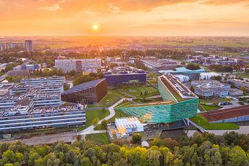 Zonsondergang boven Zernike Campus van Droninger