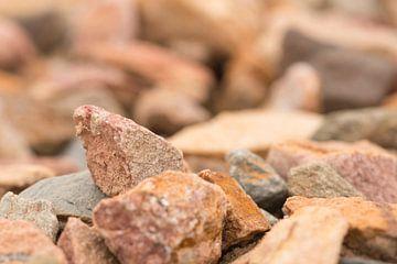 Strand van stenen van J..M de Jong-Jansen