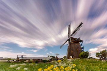Hollandse luchten boven de Lisserpoel molen van Marcel van den Bos