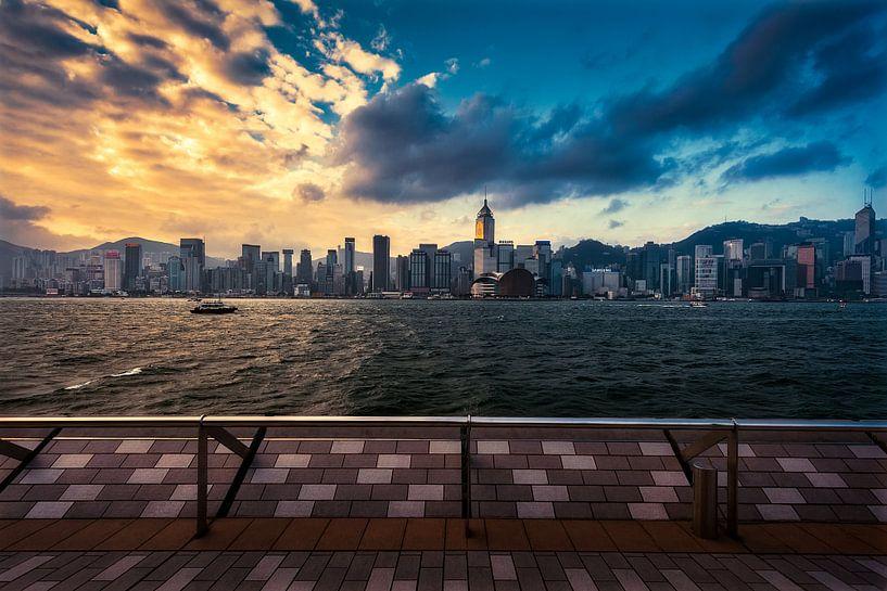 Wat een uitzicht, in Hong Kong van Roy Poots