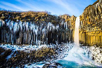 IJzige sfeer bij de waterval van Leo Schindzielorz