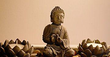 Boeddha met Lotuskaarsen van