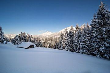 Winterlandschaft in den Bergen von Coen Weesjes