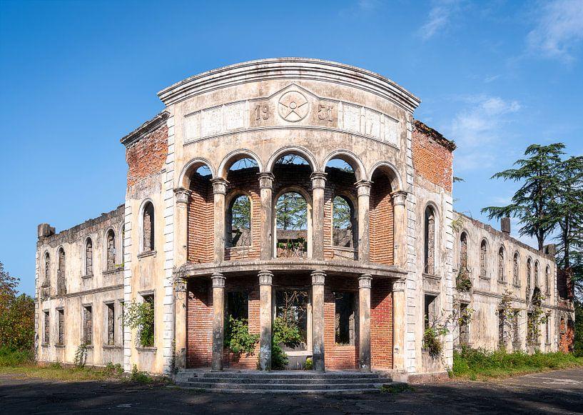 Verlassenes Gebäude im Verfall. von Roman Robroek