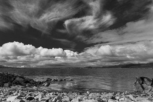 Galway, Ierland, Prachtige wolkenluchten aan de kust.