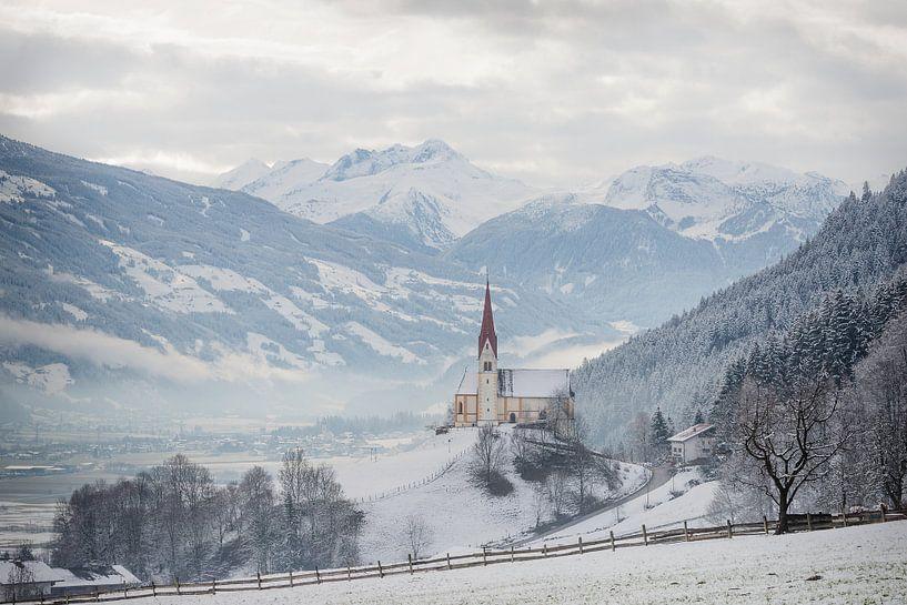 Kerk in de Alpen in de sneeuw van iPics Photography