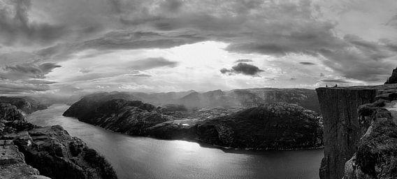 Preikestolen Noorwegen in zwart wit van Marloes van Pareren