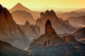 Wüste Sahara. Sonnenaufgang im Hoggar-Gebirge in Algerien von Frans Lemmens