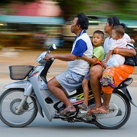 Thaise familie op de Honda scooter van Henk Meijer Photography