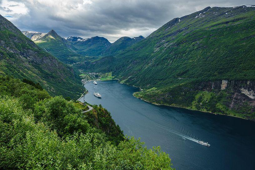View to the Geirangerfjord in Norway van Rico Ködder