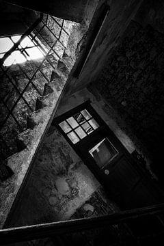 dans le sous-sol sombre sur Gonnie van de Schans