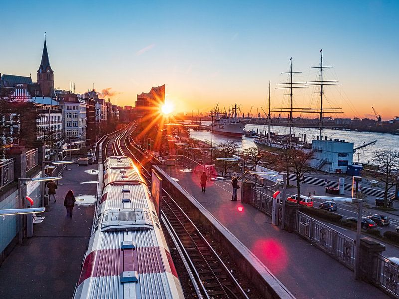 2017-11-13 Sonnenaufgang U-Bahn Landungsbrücken von Joachim Fischer
