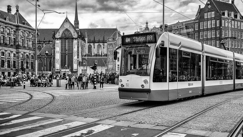 Amsterdam - de Dam met tram van John Bouma