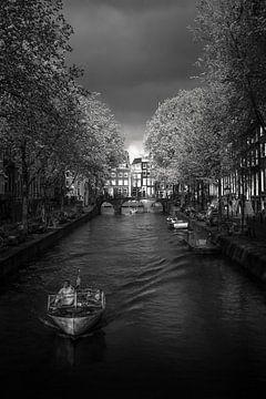 Gewitter bei der Ankunft von Iconic Amsterdam