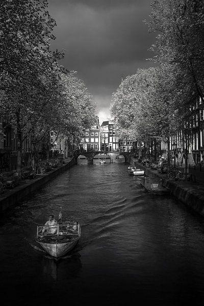 Onweer op komst van Iconic Amsterdam