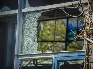 Zerbrochenes Fenster von Hanneke Bantje
