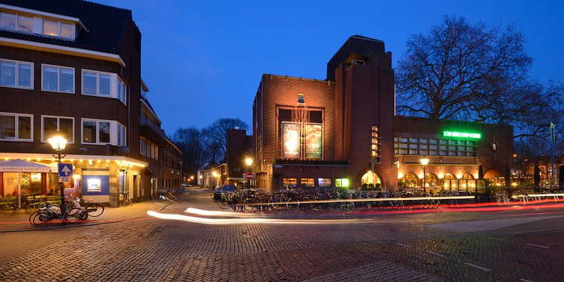 Bioscoop Louis Hartlooper Complex in Utrecht aan de Tolsteegbrug van Donker Utrecht