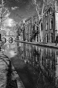 De Vollersbrug gezien vanaf de werf aan de Oudegracht in Utrecht van