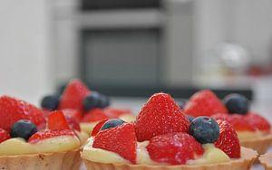 Tarte aux fraises, aux myrtilles et au pudding à la vanille sur Nele Vereecke