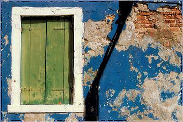 blue wall van Bernd Hoyen