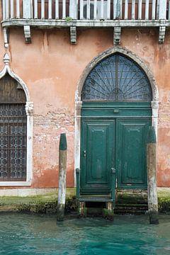 Palazzo met groene deur in Venetië van SomethingEllis
