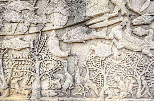 Reliëf beeldhouwwerk in de tempel van Cambodja