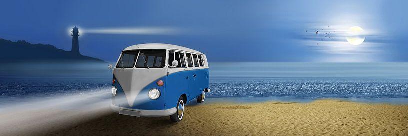 Blue beach Bus van Monika Jüngling