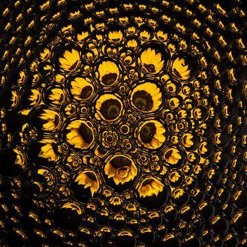 Sonnenblume in Tropfen (Quadrat) von Marjolijn van den Berg