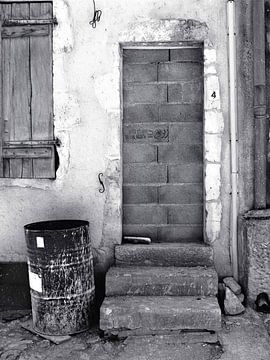 No Entry (Dichtgemetselde Deur) van Caroline Lichthart
