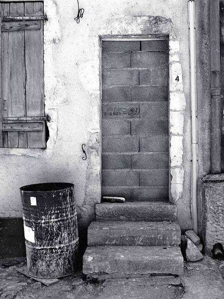 Kein Zutritt (Mauerwerkstür) von Caroline Lichthart