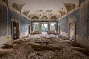 Verfallener Ballsaal ohne Boden von Perry Wiertz
