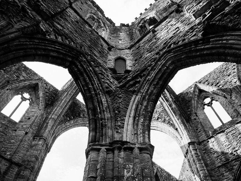 Abdij Ruine, Wales van Art By Dominic