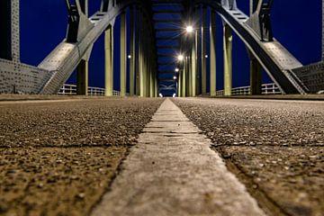 Abendfoto von der Alten IJsselbrug über die IJssel zwischen Zwolle und Hattem von Sjoerd van der Wal