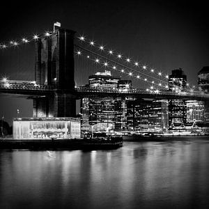 Night Skyline MANHATTAN Brooklyn Bridge bw