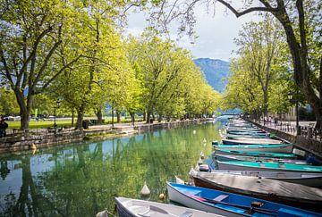 Annecy canoes van The Pixel Corner