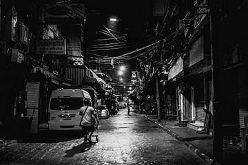 Straße in Bangkok in Schwarz-Weiß von Bart van Lier