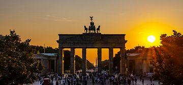 Brandenburger Torund Pariser Platz im Sonnenuntergang