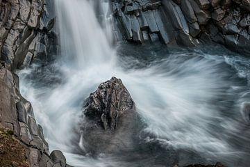 De Klukkufoss, klokwaterval, een prachtig stukje natuur van Gerry van Roosmalen