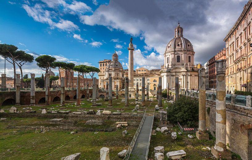 Chiesa di Santa Maria di Loreto nabij Forum Romanum in Rome van Justin Suijk