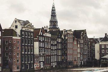 Amsterdamer Lagerhäuser am Damrak von thomas van der Wijngaard