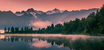 Zonsopkomst Lake Matheson, Zuider Eiland, Nieuw Zealand van Henk Meijer Photography