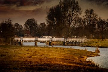 Donkere wolken boven het Markdal van Raymond Meerbeek