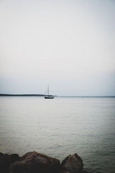 Fischerboot bei Sonnenuntergang von Ennio Brehm