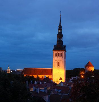 Nikolaikirche, Niguliste Kirik, Ausblick vom Domberg auf die Unterstadt, Altstadt bei Abendd�mmerung