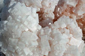 zoutkristallen close up van Marieke Funke
