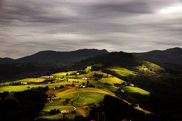 Basque mountainview, Zicht op Baskisch berglandschap van Harrie Muis