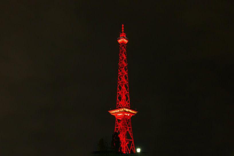 Tour radio de Berlin en lumière rouge sur Frank Herrmann