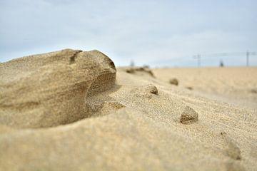 Skulpturen aus Sand II van Mathias Kuhn