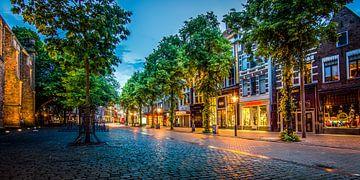 Akerkhof Groningen op een zomeravond van Stad in beeld