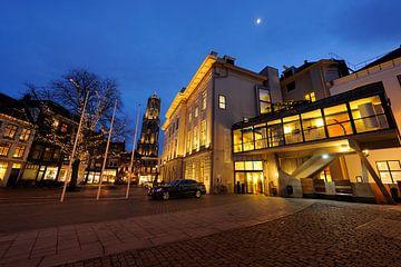 Stadhuis van Utrecht met de Domtoren op de achtergrond van